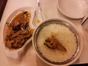 Iets met vlees en paddenstoelen bij de Kungfu.