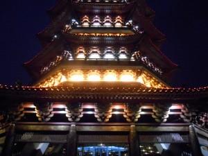 De Leifeng-pagoda van dichtbij.