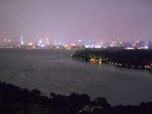 Uitzicht naar het noorden op de stad Hangzhou.